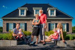 Familie Portret fotoshoot voor het huis-4
