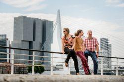 Familieportret Rotterdam voor Erasmusbrug