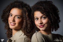 Twee mooie dames tijdens een fashionshoot