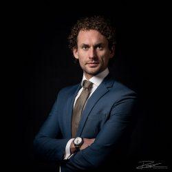 Portret klassiek advocaat op locatie