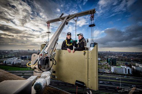 Deze week een reportage opdracht gedaan voor de branche organisatie van Schoonmaakbedrijven. Hierbij mocht ik staan op het dak van één van de hoogste gebouwen van Rotterdam. Zelfs daar maakte ik gebruik van een flitslamp om die extra kracht in de foto te leggen....