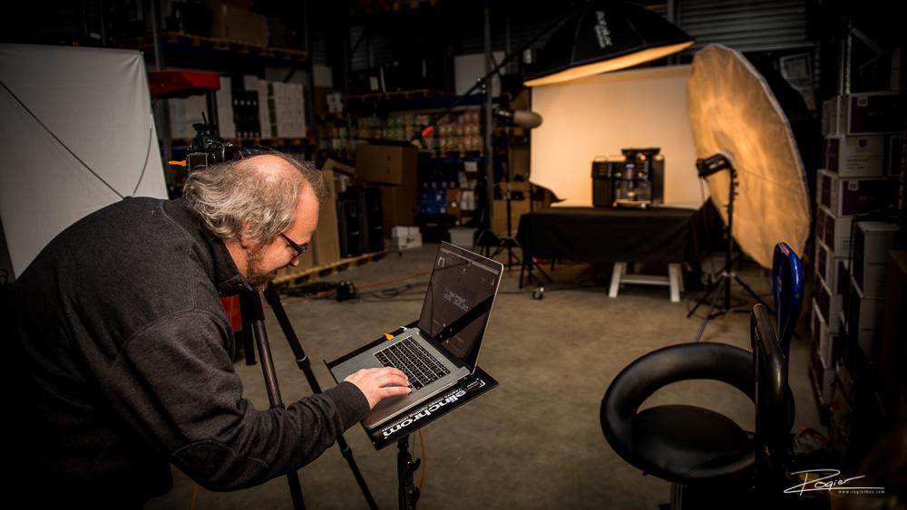 Productfotograaf Rotterdam: Rogier aan het werk op locatie!