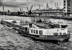 Port of Rotterdam in Zwartwit-6