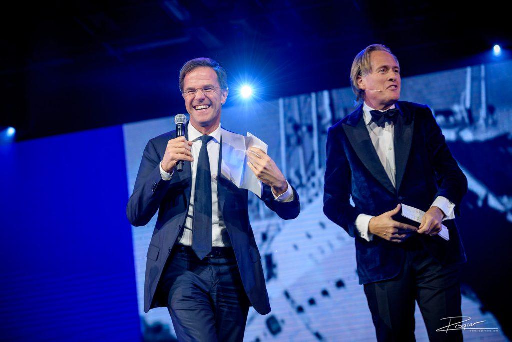 Minister President op toneel met Jort Kelder