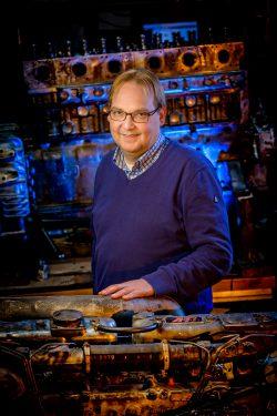 Portret van directeur van motor-revisiefabriek