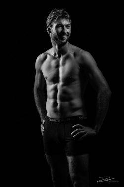 Model - gespierde man body sporter-3