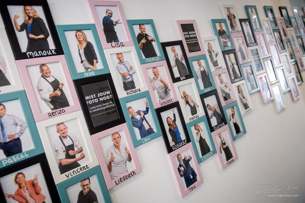 Een portret van elke medewerker aan de muur. Zo zie je snel wie je collega's zijn !