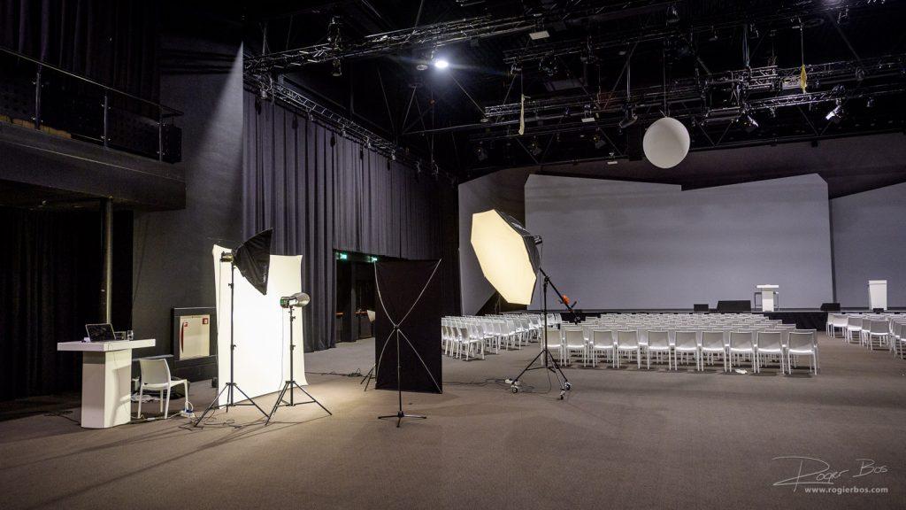 Voor een goede portretfoto is best wel wat ruimte nodig. Hier ziet u een 'ruime opstelling'. Bij het NBC hebben ze veel ruimte, maar meestal heb ik toch wel zo'n 4x5 meter nodig.