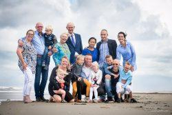 Familieportret op het strand bij Ter Heide