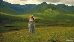 Fashion - Elegant dress in the Scottish highlands