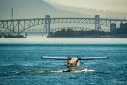 Seaplane Vancouver with bridge to northshore