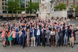 Groepsfoto op de Dam in Amsterdam