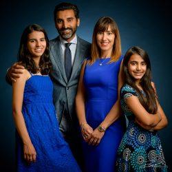 Familieportret in de studio in blauw-3