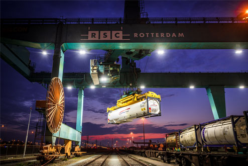 Industriële fotografie: Containers en kranen in de Rotterdamse haven