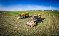 Foto van landbouwmachines gemaakt met een drone