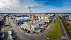 Drone fotografie - overzicht van bedrijf dat kranen verkoopt en hoogwerkers verhuurt