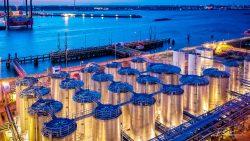 Dronefoto van haventerminal